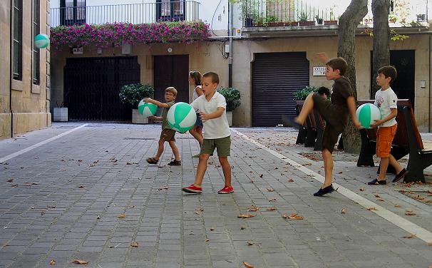 20150306113948-35-jugando-en-la-calle.jpg